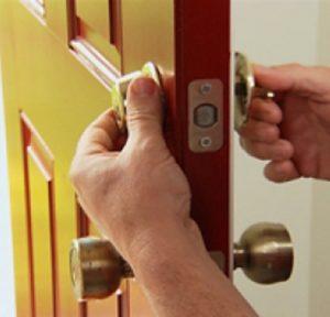 Reparación de cerraduras en Canet de Mar 300x288 - Cerrajeros Rápidos